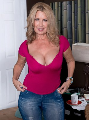 edgeley milf women Northern angels has some of the most outstanding manchester escorts that you could  glamour models in today's magazines and mature women who hold all the secrets .